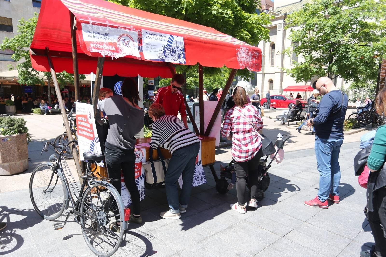 Zagreb: Građani potpisuju za referendum 67 je previše