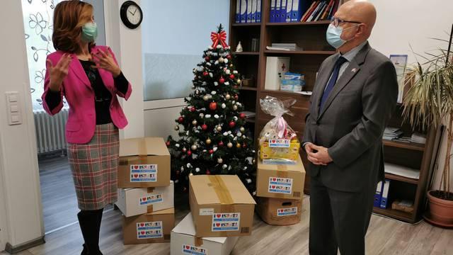Veleposlanik Izraela poklonima uljepšao božićne blagdane djeci