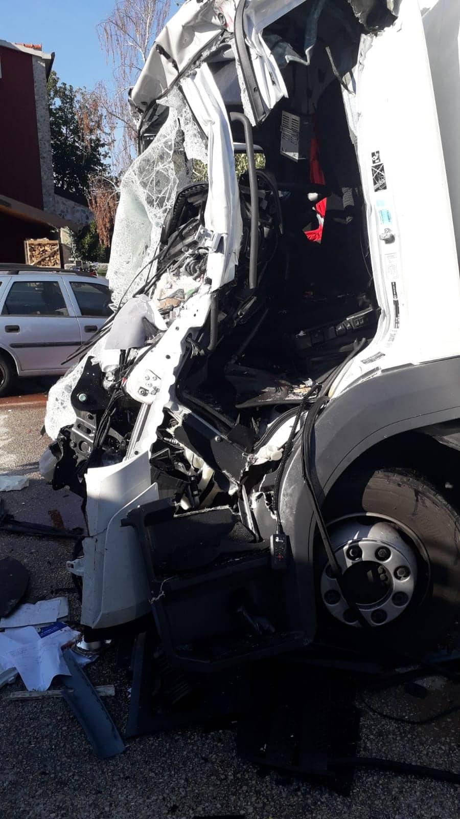 Sudarila se tri vozila kod Trilja: 'Nešto mi nije dobro s nogama'