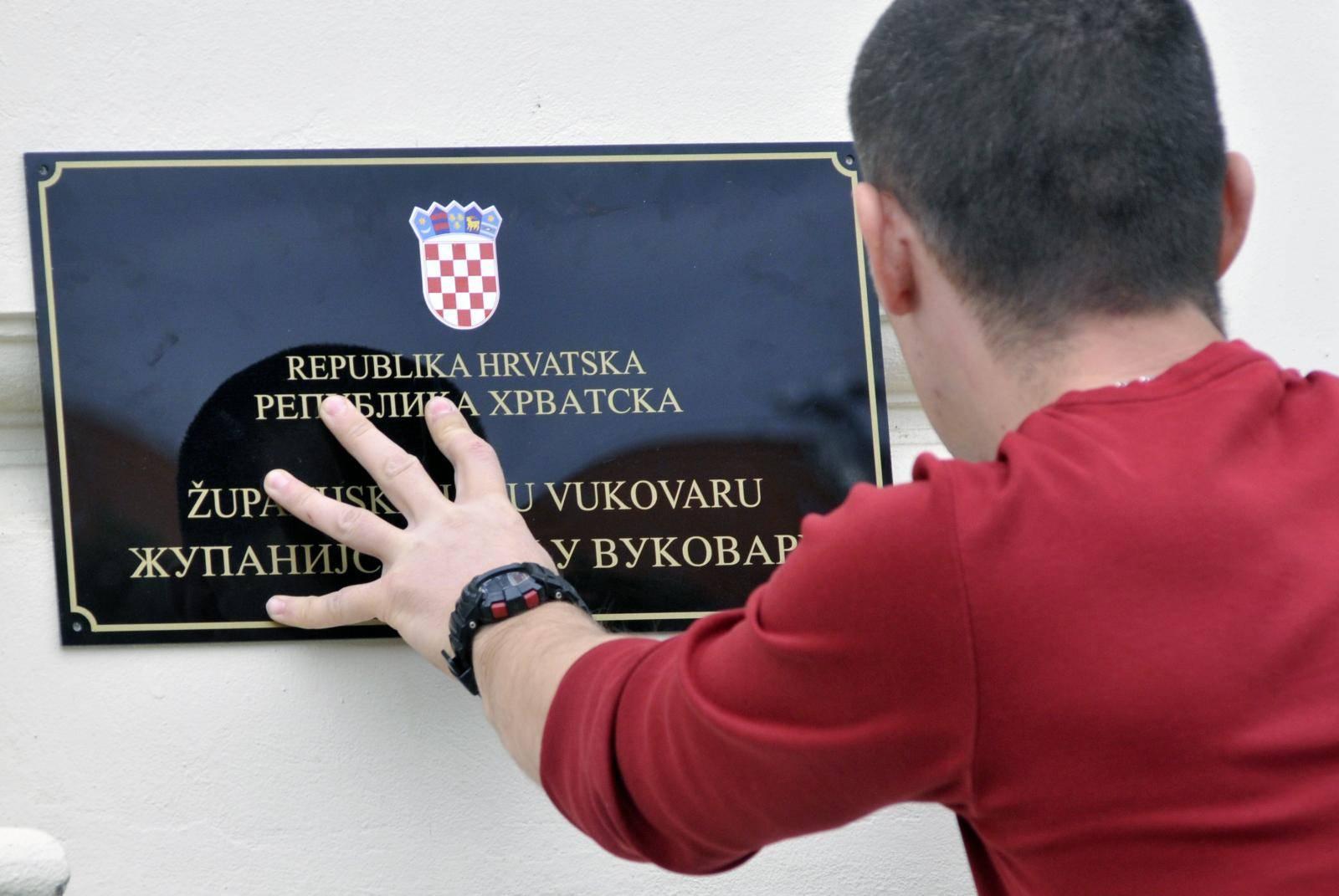 'Neka Vlada stavi dvojezične ploče na institucije u Vukovaru'
