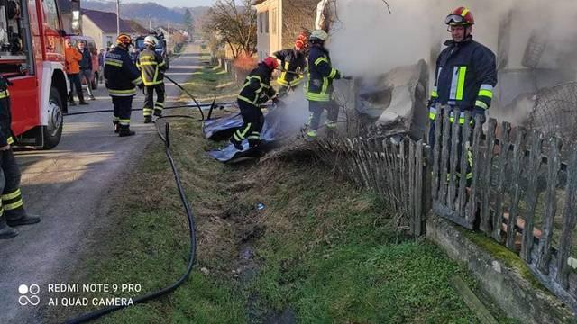 U blizini Hrvatske Kostajnice zapalio se stambeni kontejner