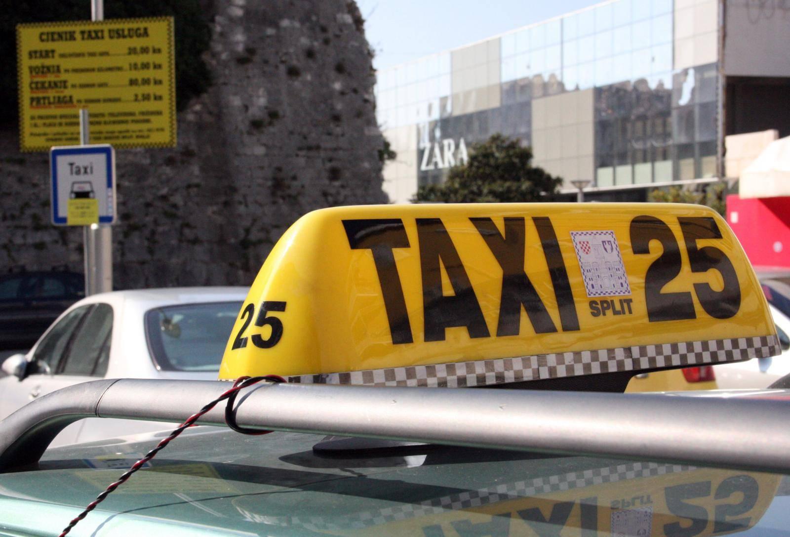 Zbog svađe oko računa taksist na Bačvicama istukao strance?