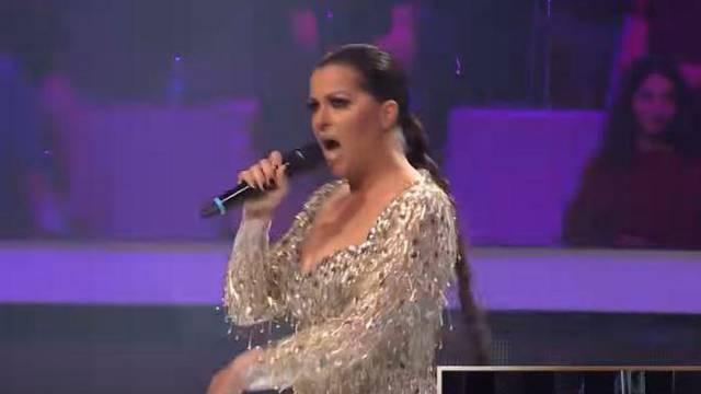 Pjevačica Zvezda Granda mrdala guzom pa su joj 'izvirile' gaćice