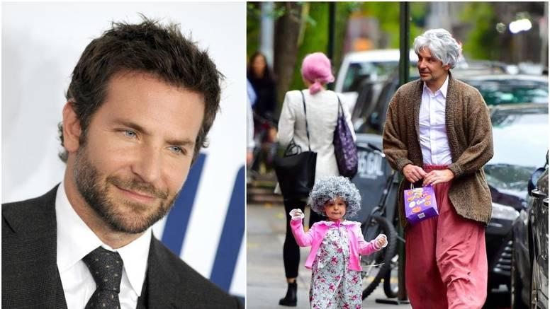 Cooper se uskladio s kćerkicom pa se transformirao u staricu...