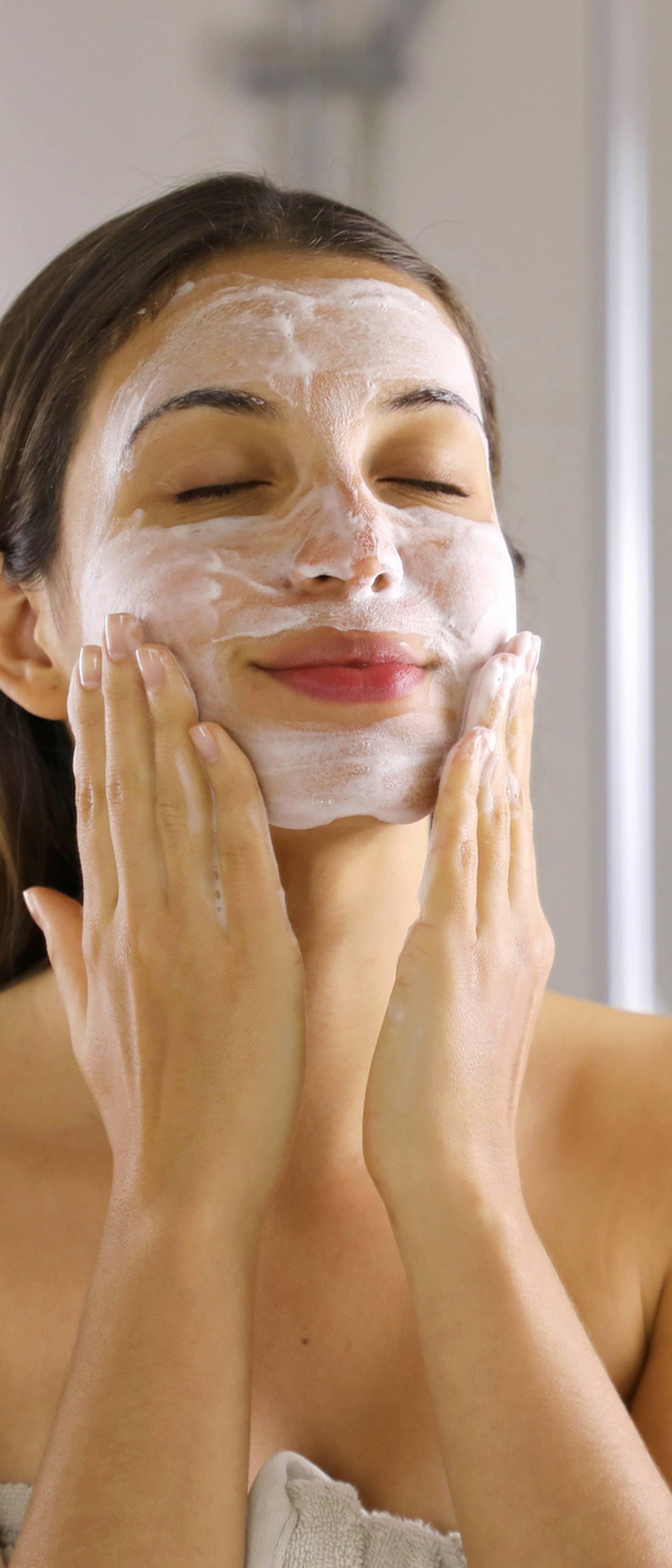 Nakon mora i ljeta koži treba piling da bi zdravo izgledala