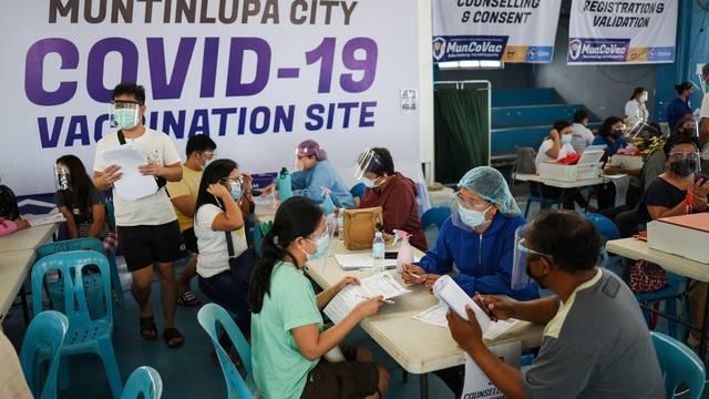 FILE PHOTO: Coronavirus disease outbreak (COVID-19) in Muntinlupa
