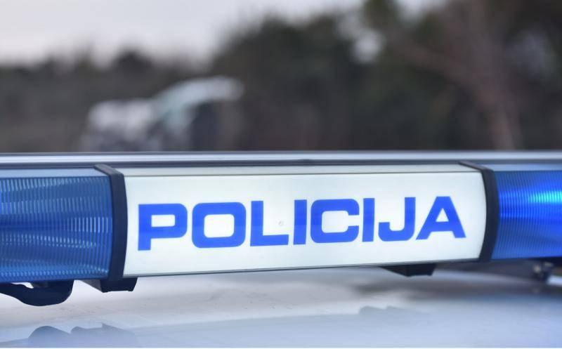Policija traži napadača, nožem je prijetio trgovkinji: Daj pare!
