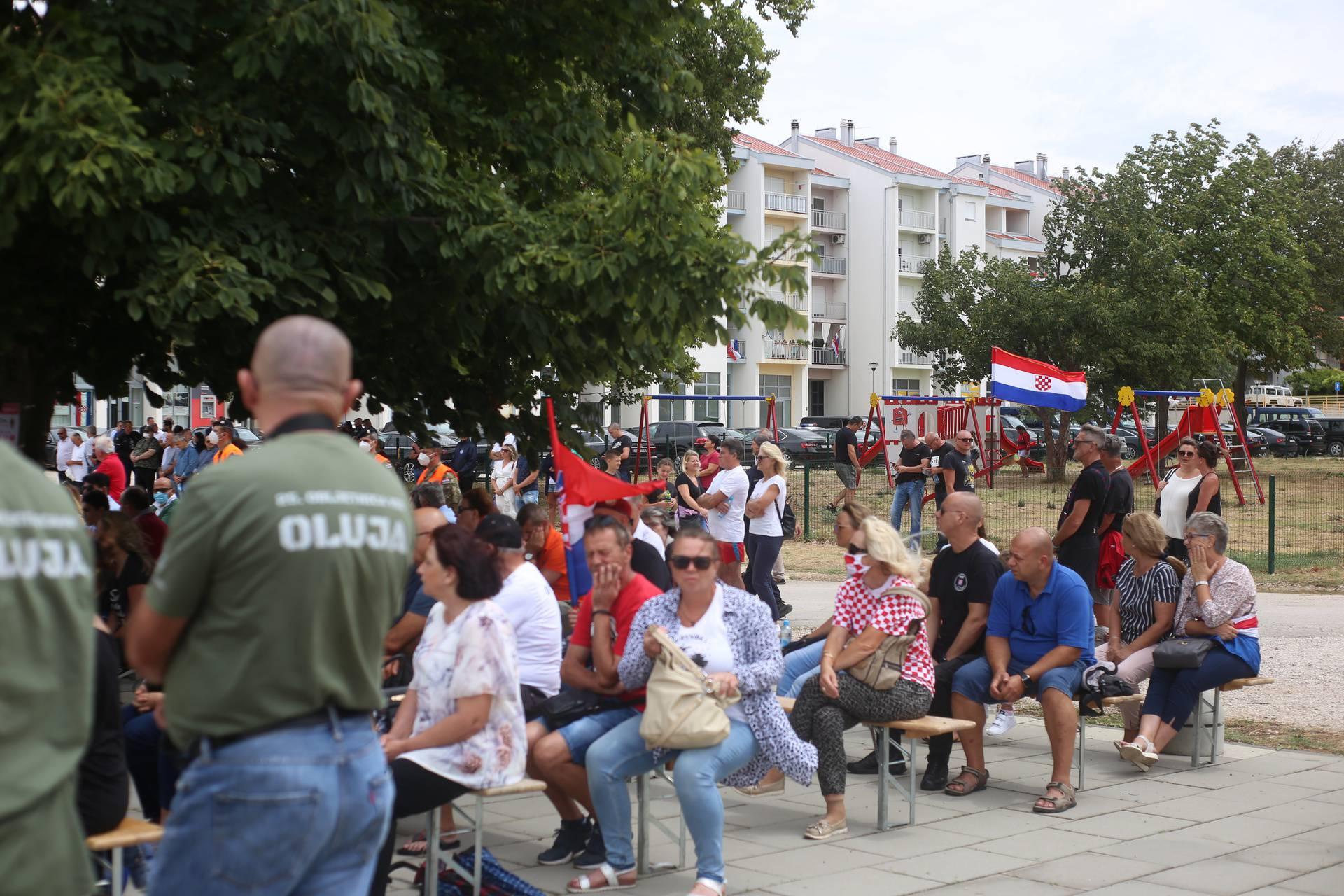 Na Pantovčaku 'lakat', u Kninu rukovanje: Pogledajte tko je sve došao na proslavu Oluje