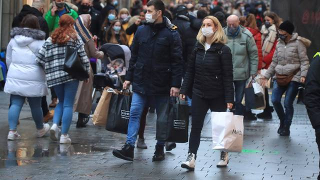Cologne's shopping street crowded during the coronavirus pandemic