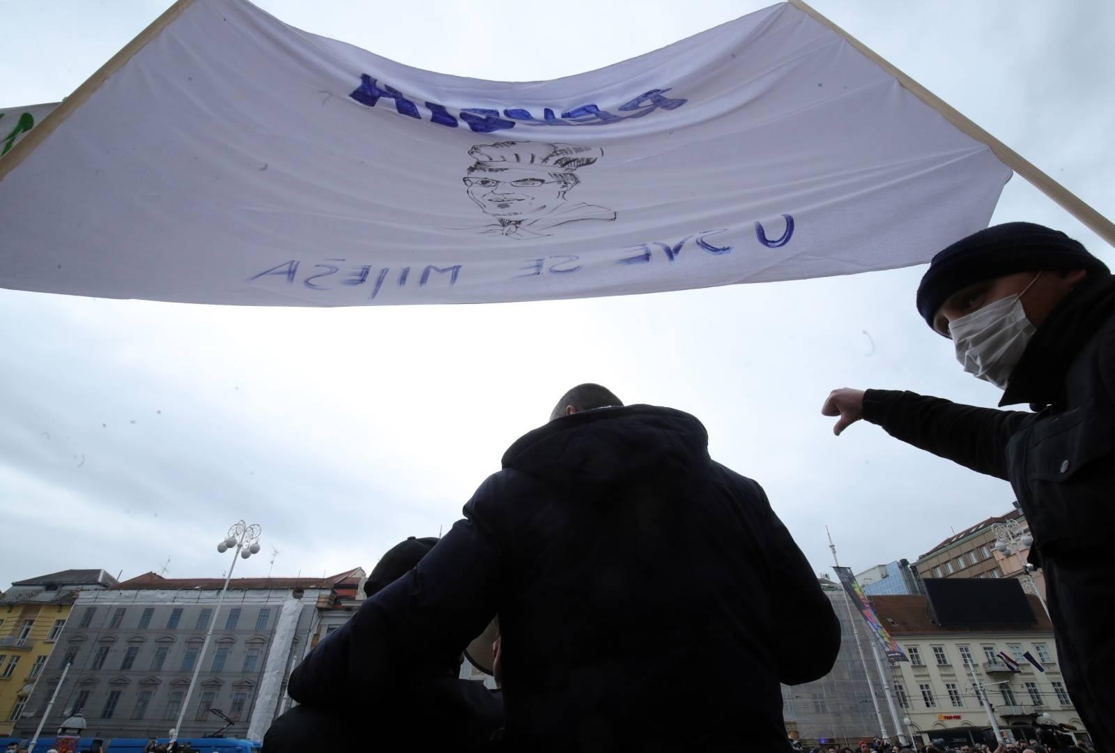 Zagreb: Transparenti na prosvjedu poduzetnika upućeni Andreju Plenkoviću