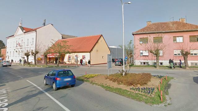 Modni dizajner iz Srbije obavio veliku nuždu ispred matičnog ureda, okrenuo se i otišao