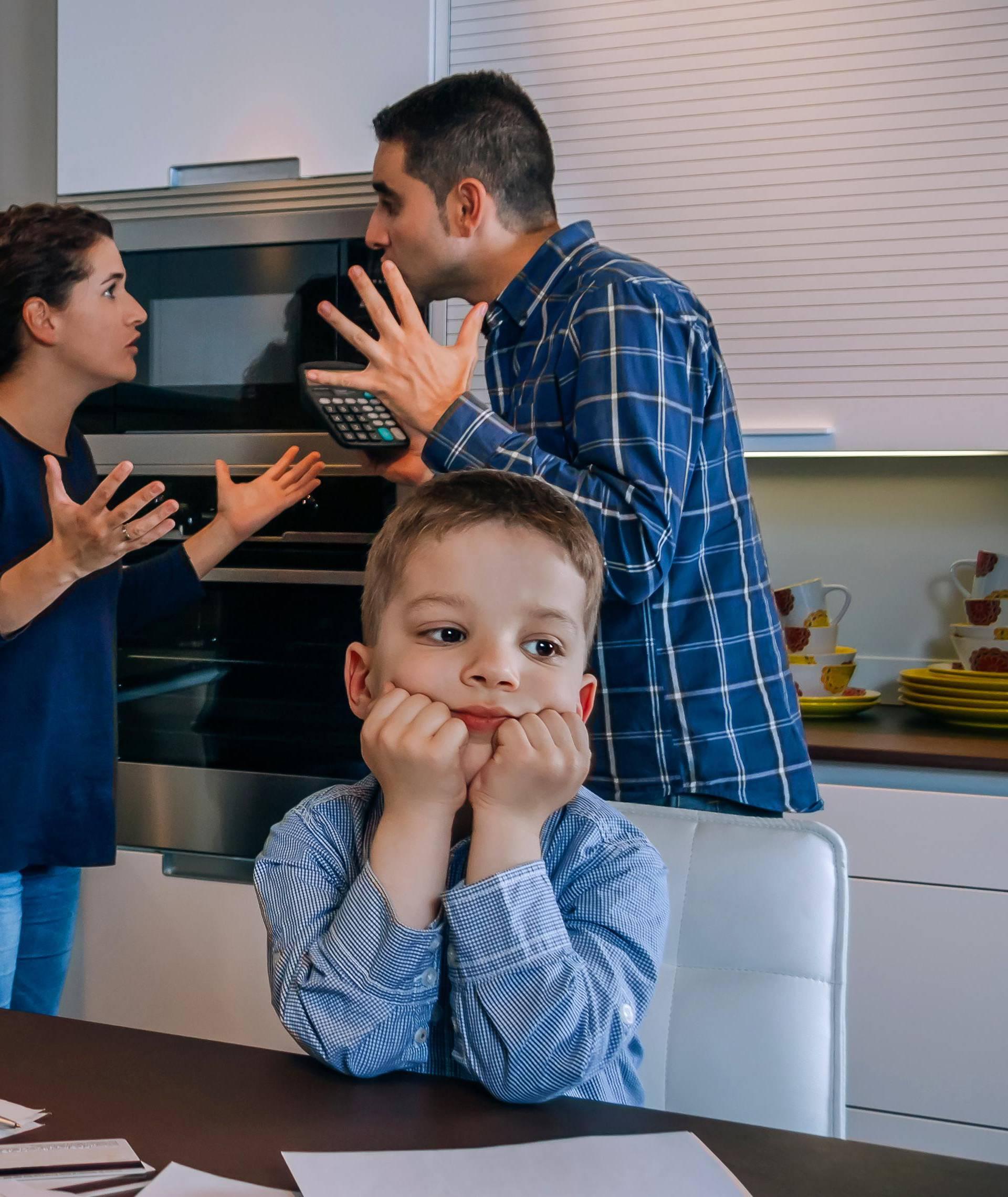 'Roditeljima ništa nije teško' je mit koji vodi u preopterećenost