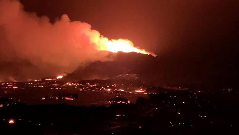 Erupcija na Isladndu traje već šest mjeseci: Najduža je u pola stoljeća, privlači tisuće ljudi