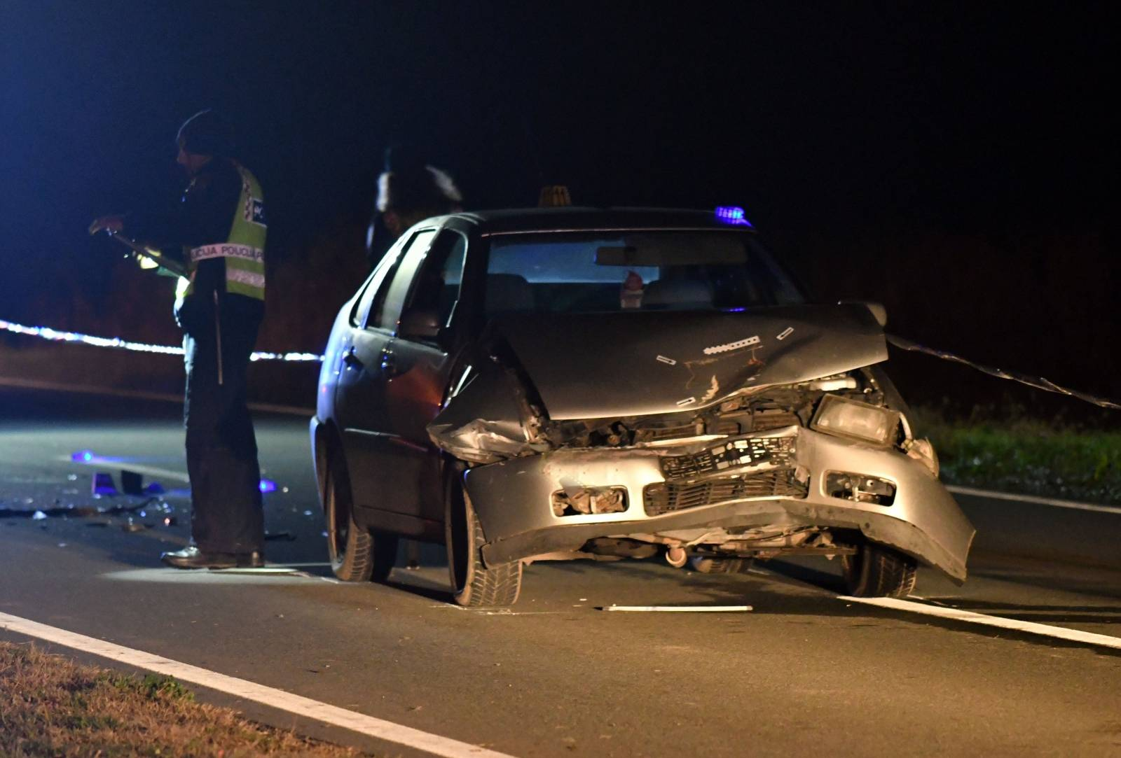 Batrina: Pri naletu osobnog automobila na traktor poginuo vozač traktora