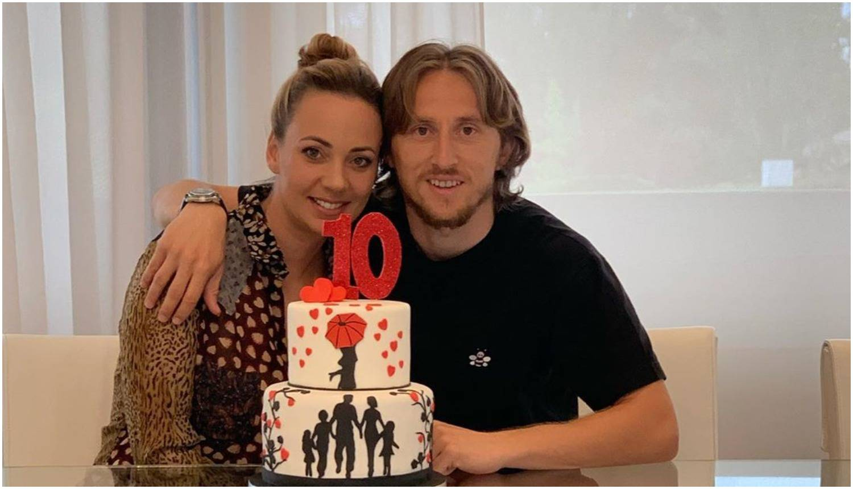Modrić pozirao uz simboličnu tortu sa ženom: 'Moja ljubav'