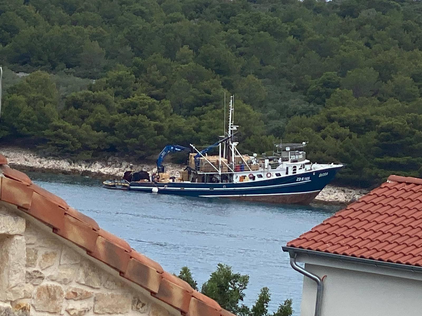 Nasukao se brod kod Ždrelca