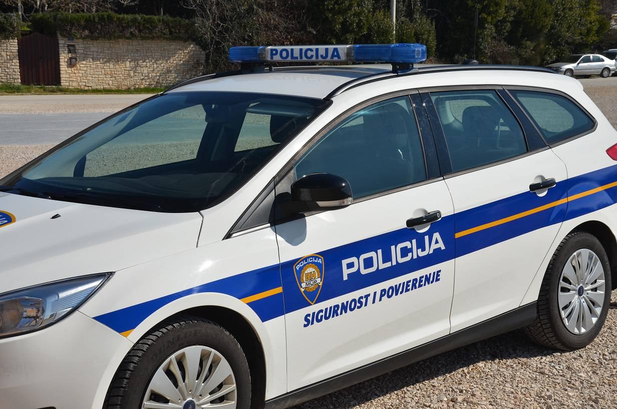 Policija uhvatila dvojicu, krali su kavu i kozmetiku u trgovini