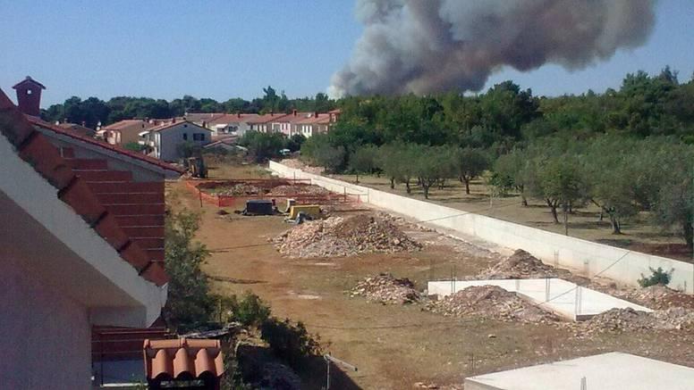 Požar kod Fažane lokaliziran, širi se vatra kod Bijelog vrha