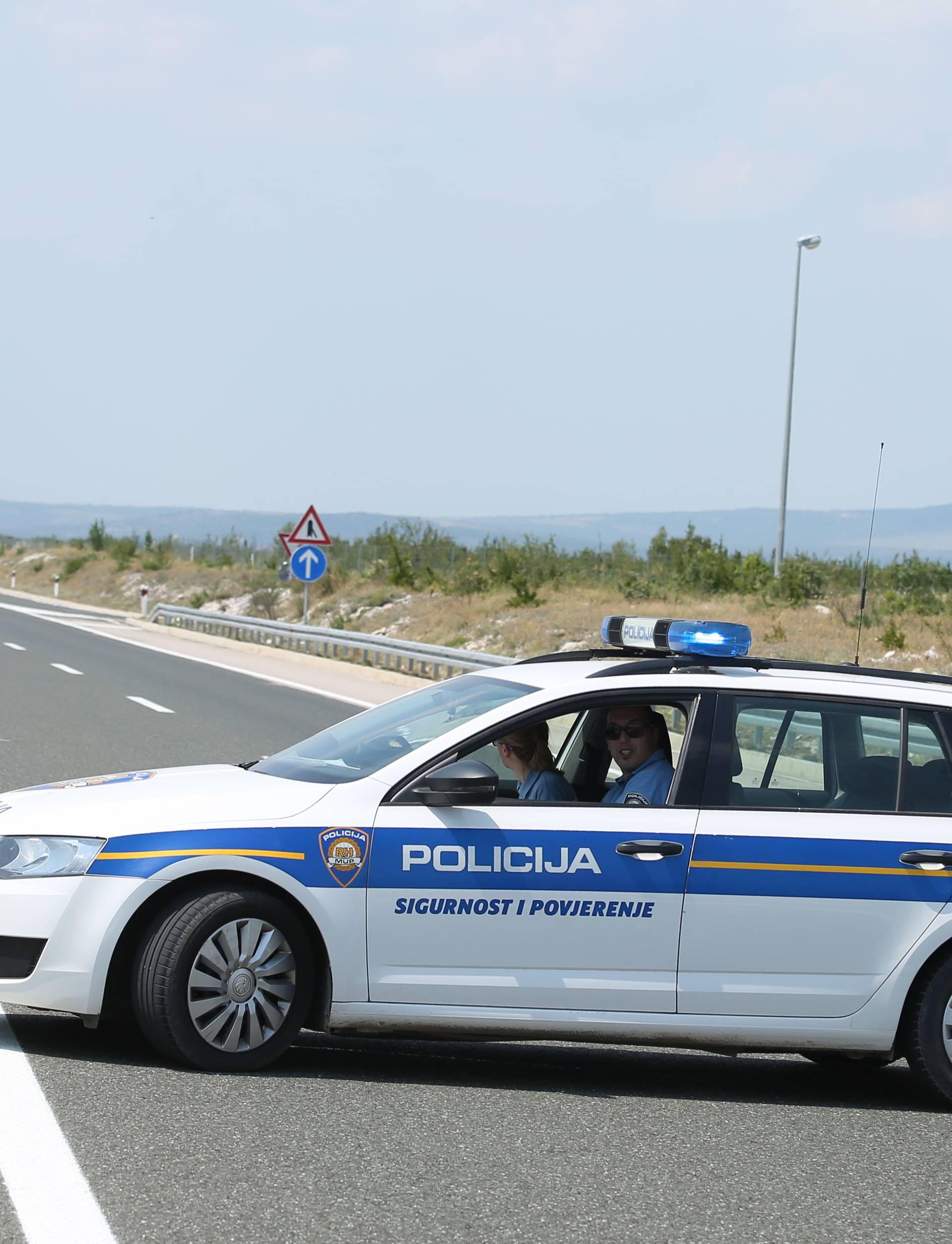 Nijemac kod Sl. Broda natočio gorivo u svoj BMW i pobjegao