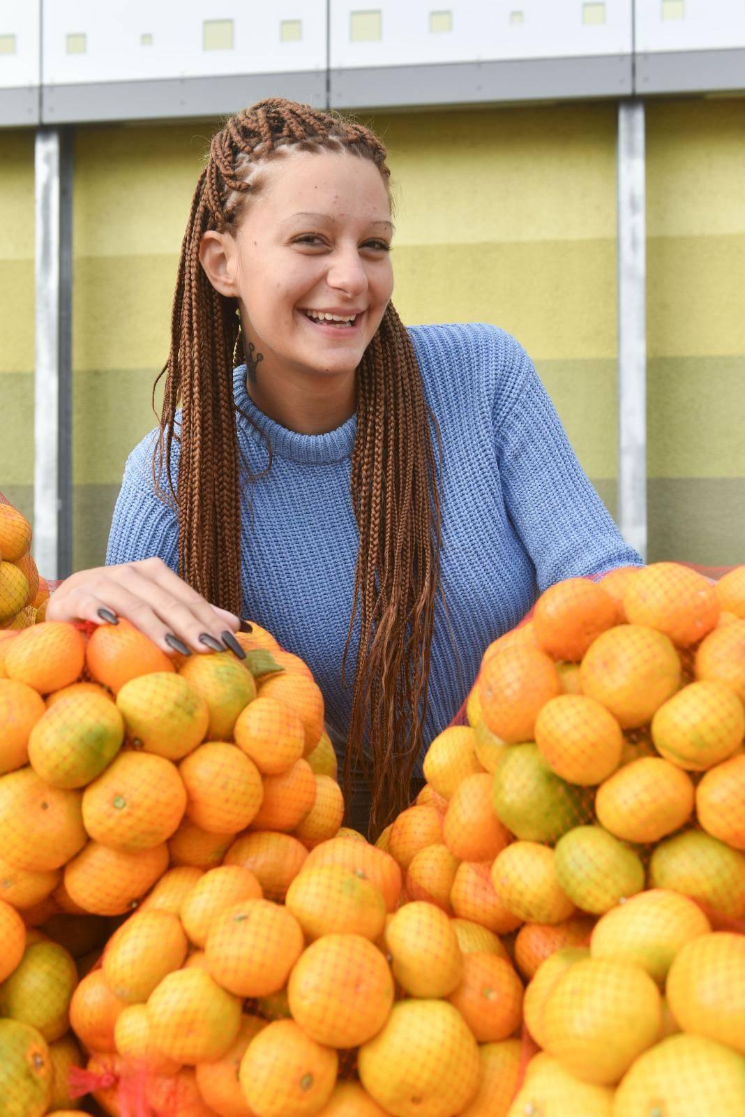 Mandarina: 'Nemam novca za originale, radim častan posao'