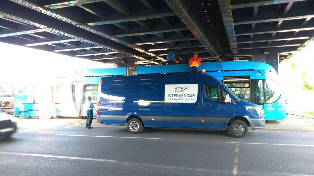 Zastoj u Zagrebu: Tramvaj stao ispod pothodnika u Držićevoj
