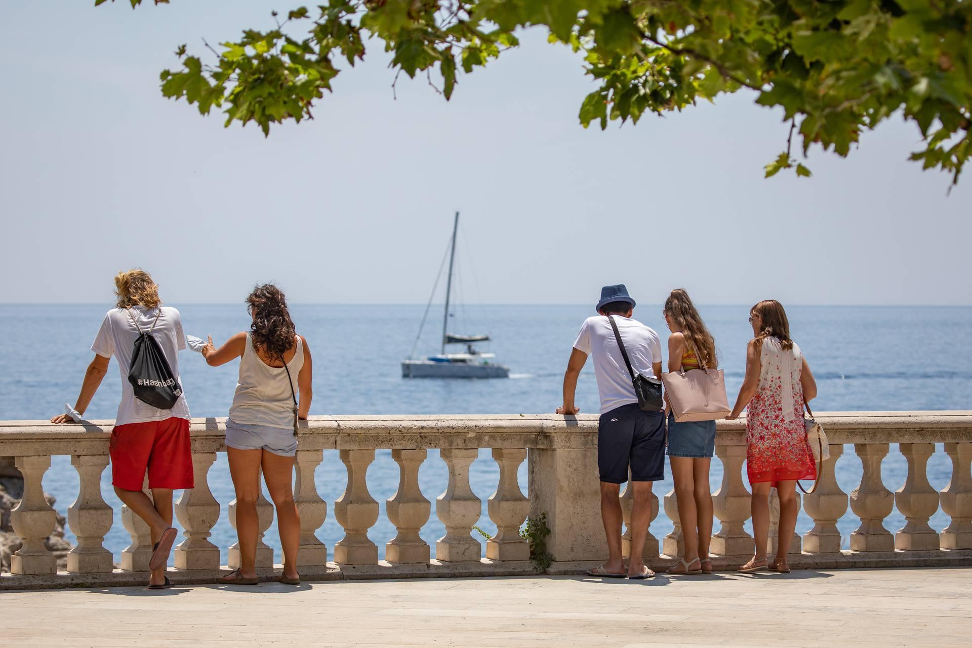 U Dubrovniku sve više turista unatoč panedmiji koronavirusa
