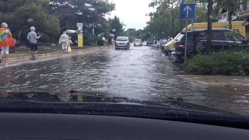 Kiša potopila Crikvenicu: Po cestama su tekle bujice vode