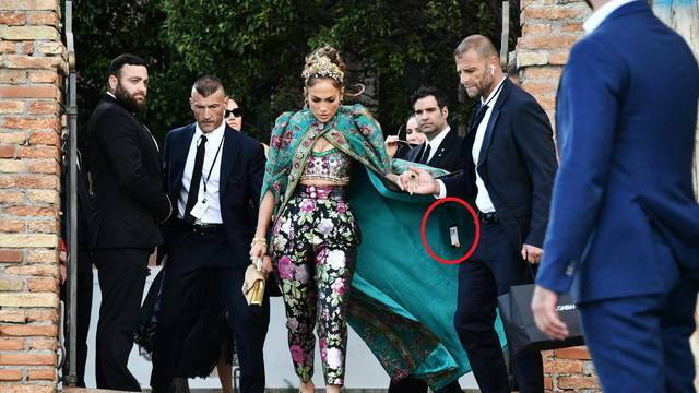Venice, Dolce & Gabbana event - Jennifer Lopez leaves the Hotel San Clemente and arrives at the fashion show in Piazza San Marco