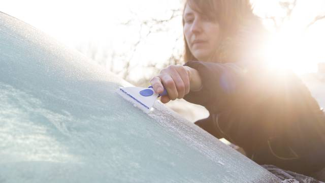 Super i pristupačan trik uz koji se staklo auta neće smrznuti