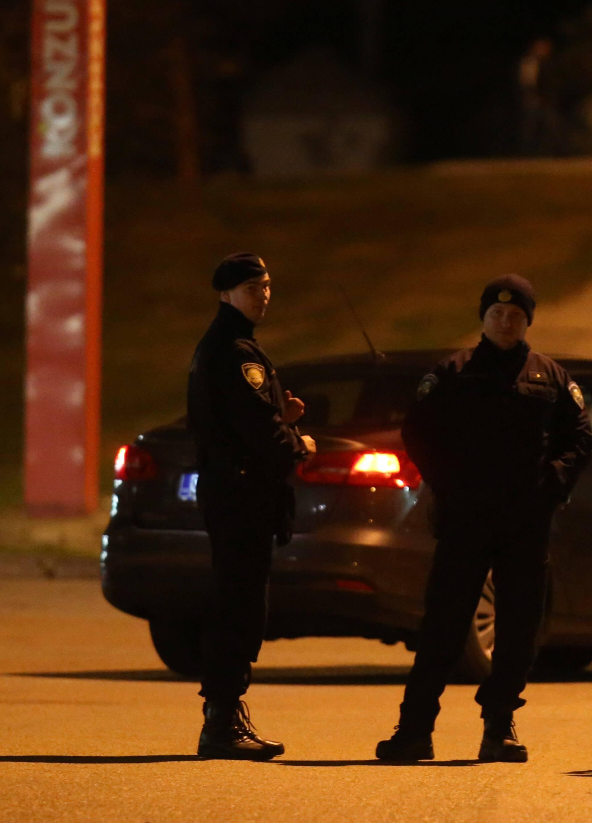 Švercer ljudi krenuo autom  na policiju pa mu zapucali u gume