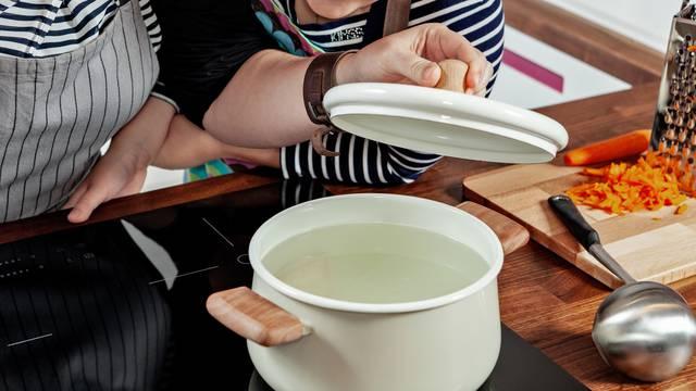 Super trikovi s kipućom vodom: Vaš novi prijatelj u kućanstvu