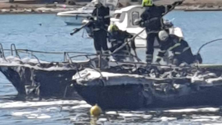 Lokalizirali požar u Medulinu: 'Skakali su u more i odvezivali brodice da se ne zapale'