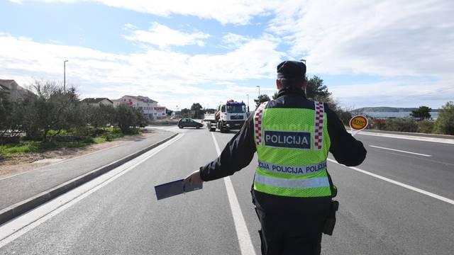 Teško ozlijeđeni muškarac nađen uz ogradu na autoputu