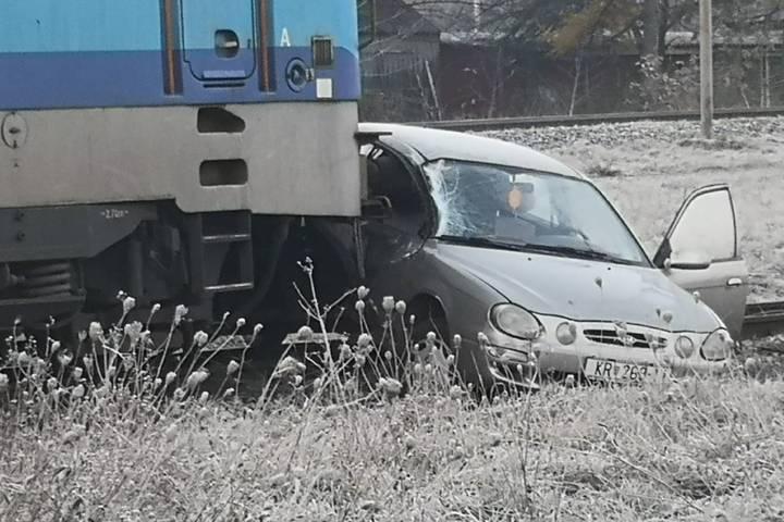 Vlak Udario Auto Vozac Lose Procijenio I Zavrsio U Bolnici 24sata