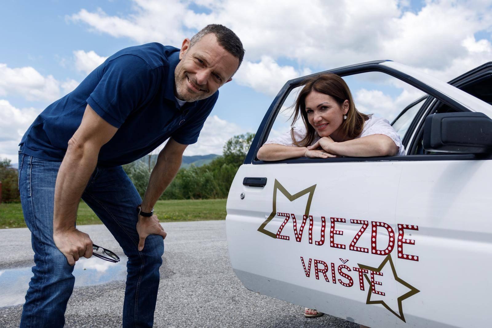 Vratila se Tara! Bivša pjevačica Karme natjerala Jurja Šebalja da pjevuši  'Zeko i potočić'