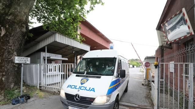 Zagreb: Policijski kombi izlazi iz Općinskog kaznenog suda na Selskoj