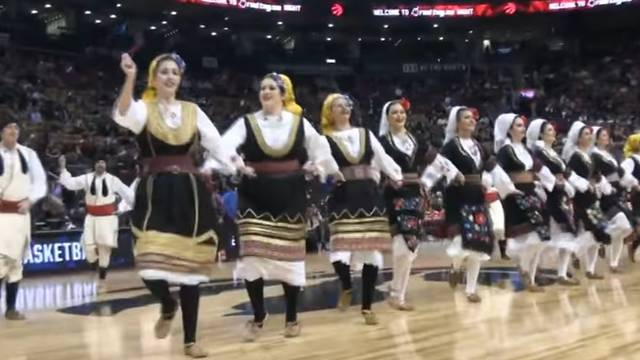 Publika je ostala u čudu: Srbi zaplesali kolo na NBA utakmici