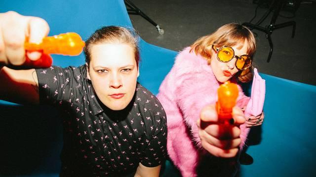 Neon Wife predstavili prvi singl