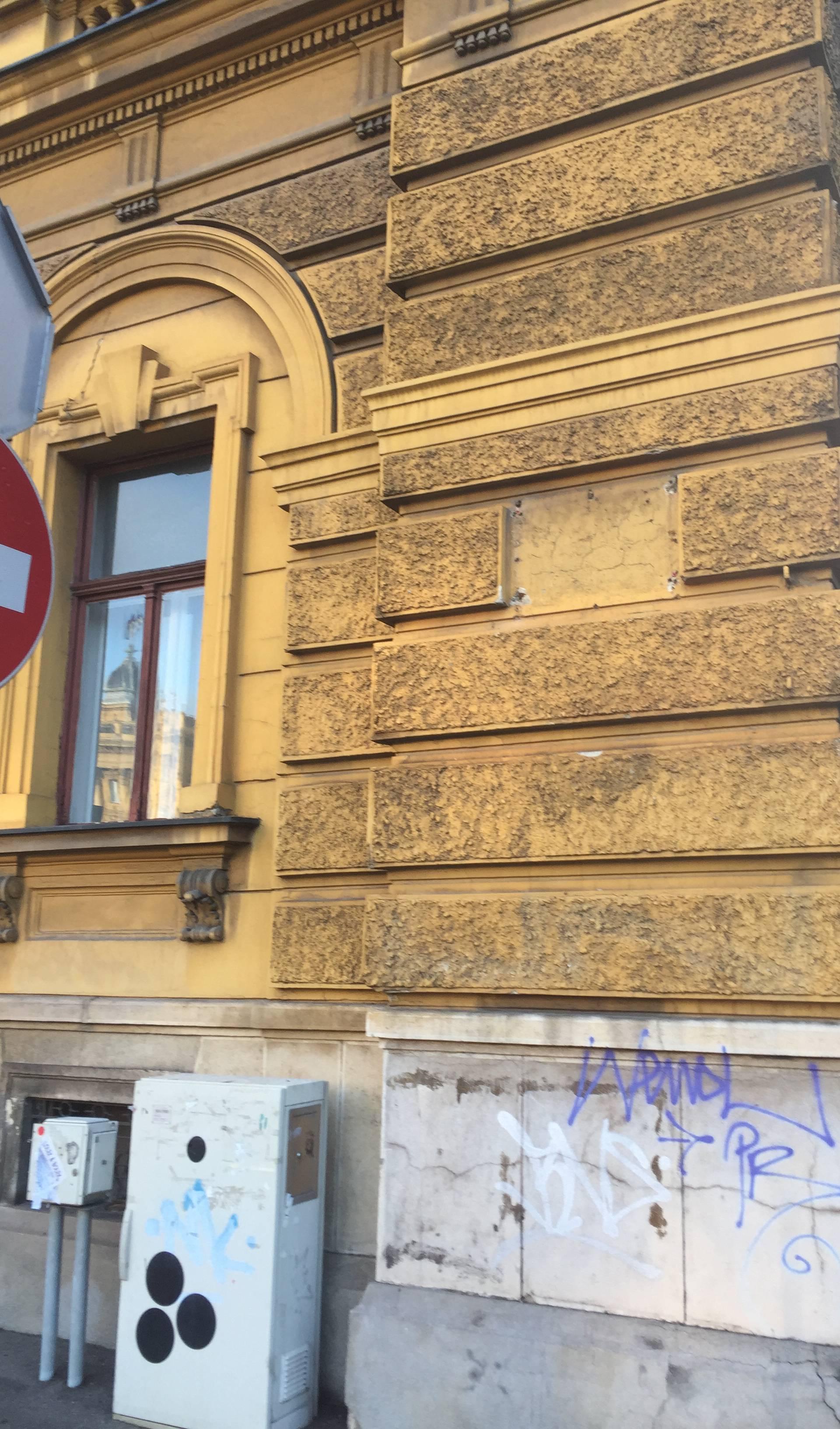Bacili je u smeće: Skinuli ploču s Trga maršala Tita u Zagrebu