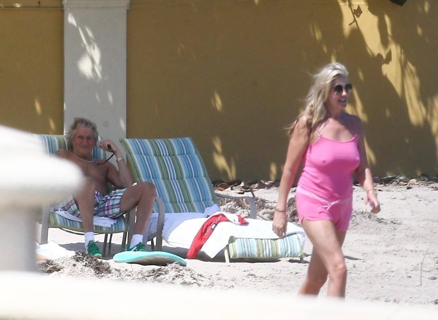 Žena Roda Stewarta privukla pažnju: Istaknula je bradavice