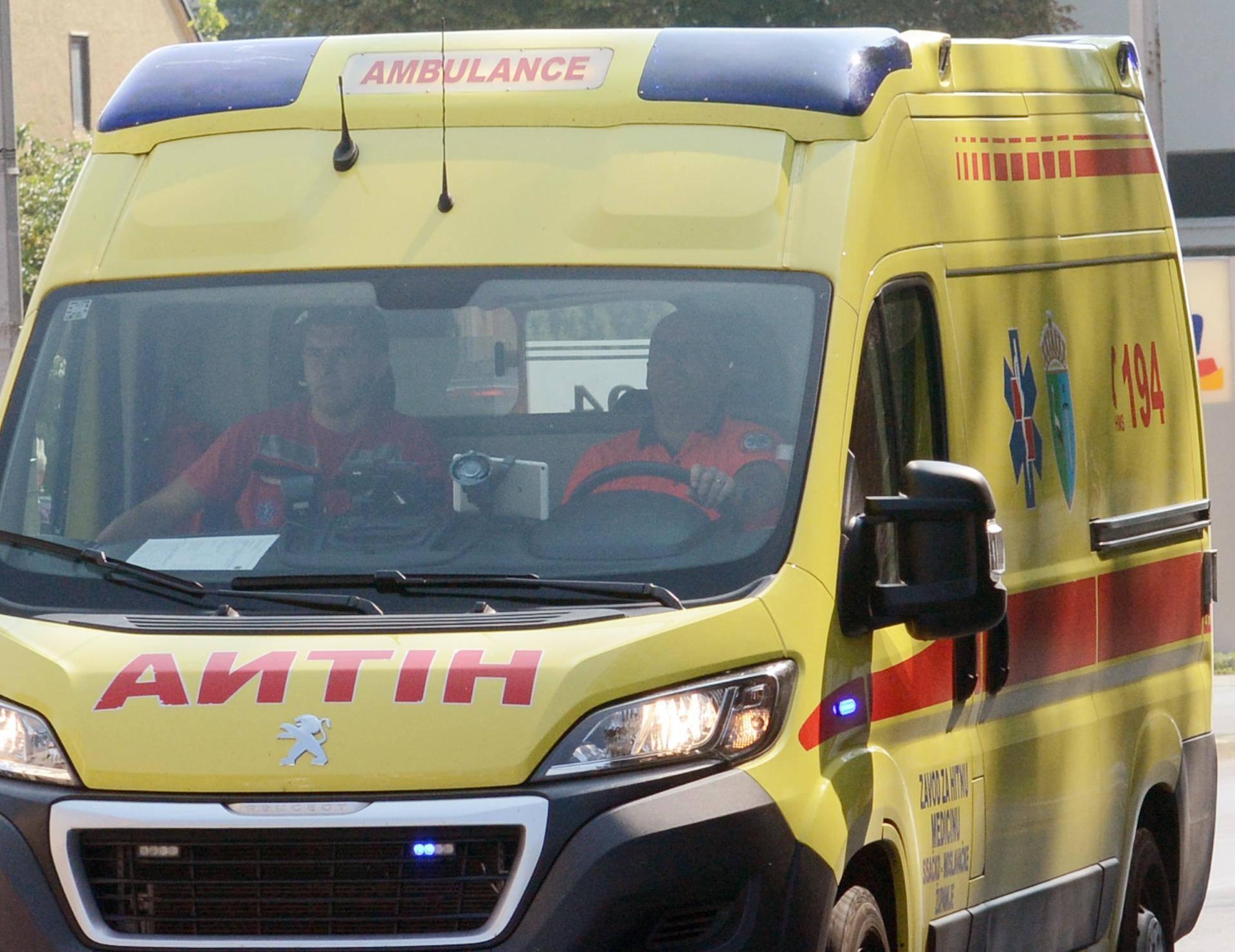 Sisak: Vozilo hitne medicinske pomoci u gradskom prometu