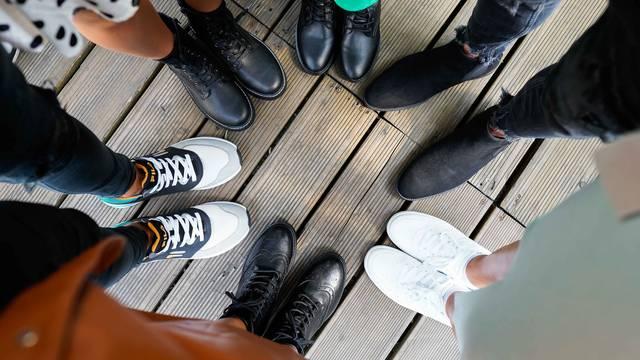 Dva modela za jesen koje nosimo na sve: Tenisice i čizme