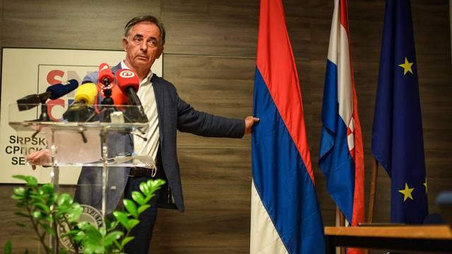 Uoči Dana srpskog jedinstva Milorad Pupovac je održao izvanrednu konferenciju za medije