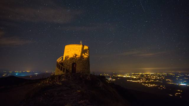 Noćni spektakl: Najbolje fotke kiše meteora iznad Hrvatske