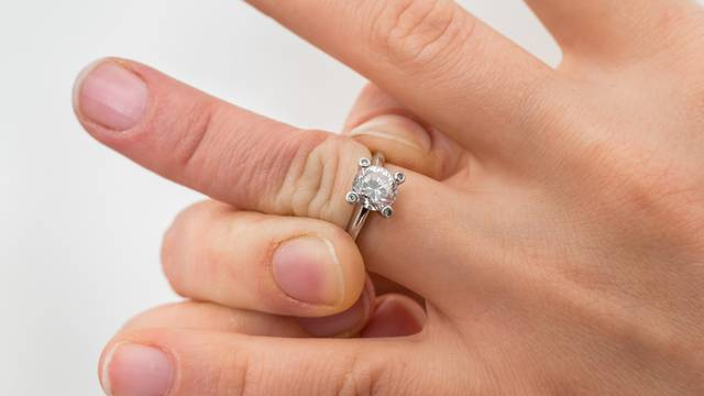 Woman cannot take off stuck wedding ring