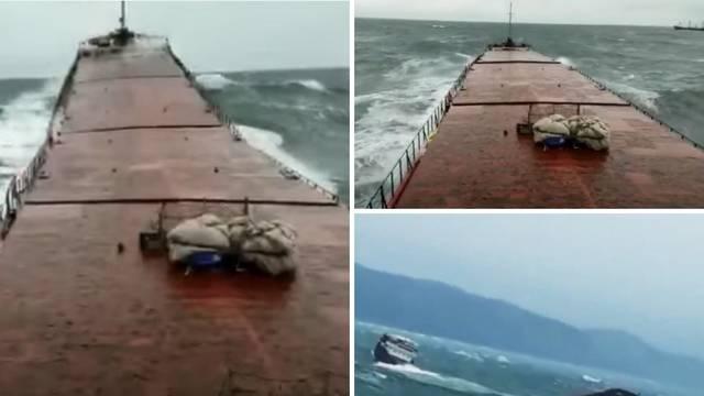 Pogledajte kako se prepolovio brod: Kapetan priziva pomoć, šestorica mornara su poginula