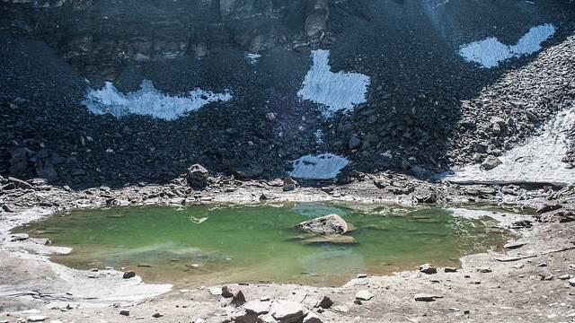 Kada se led s tajnovitog jezera otopi ostaje samo jezivi prizor