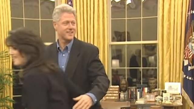 Bill Clinton je obgrlio Monicu u Ovalnom uredu pred kamerama
