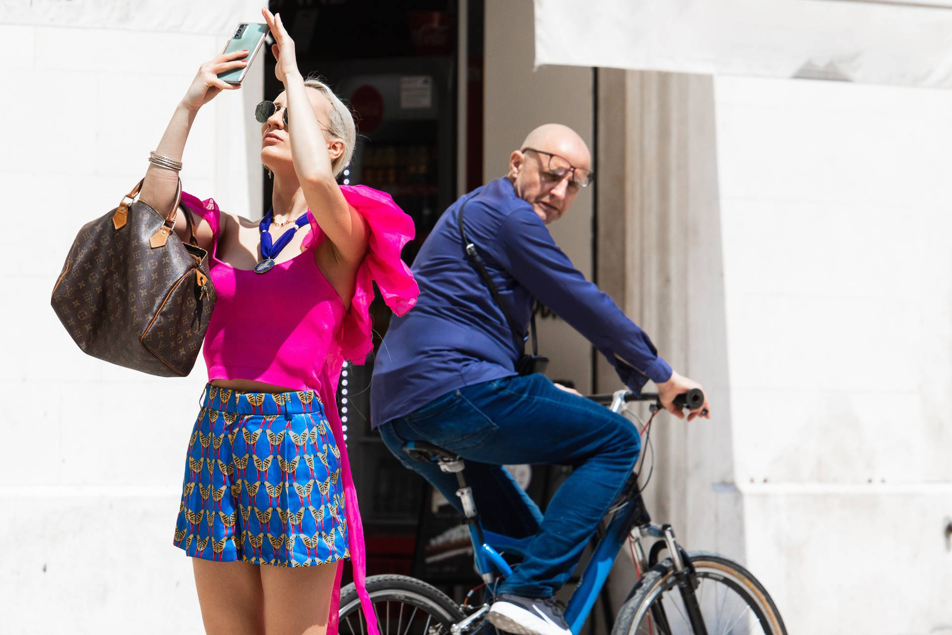 """Split: Gospodin nije odolio """"baciti"""" pogled na djevojku koja je snimala selfie"""