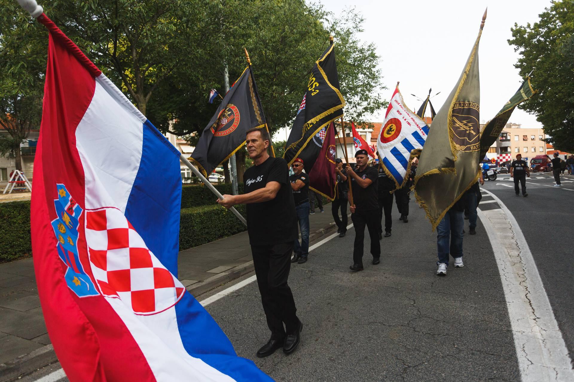 Knin: Pripadnici HOS-a sa svojim obilježjima zaustavljeni od strane vojne policije